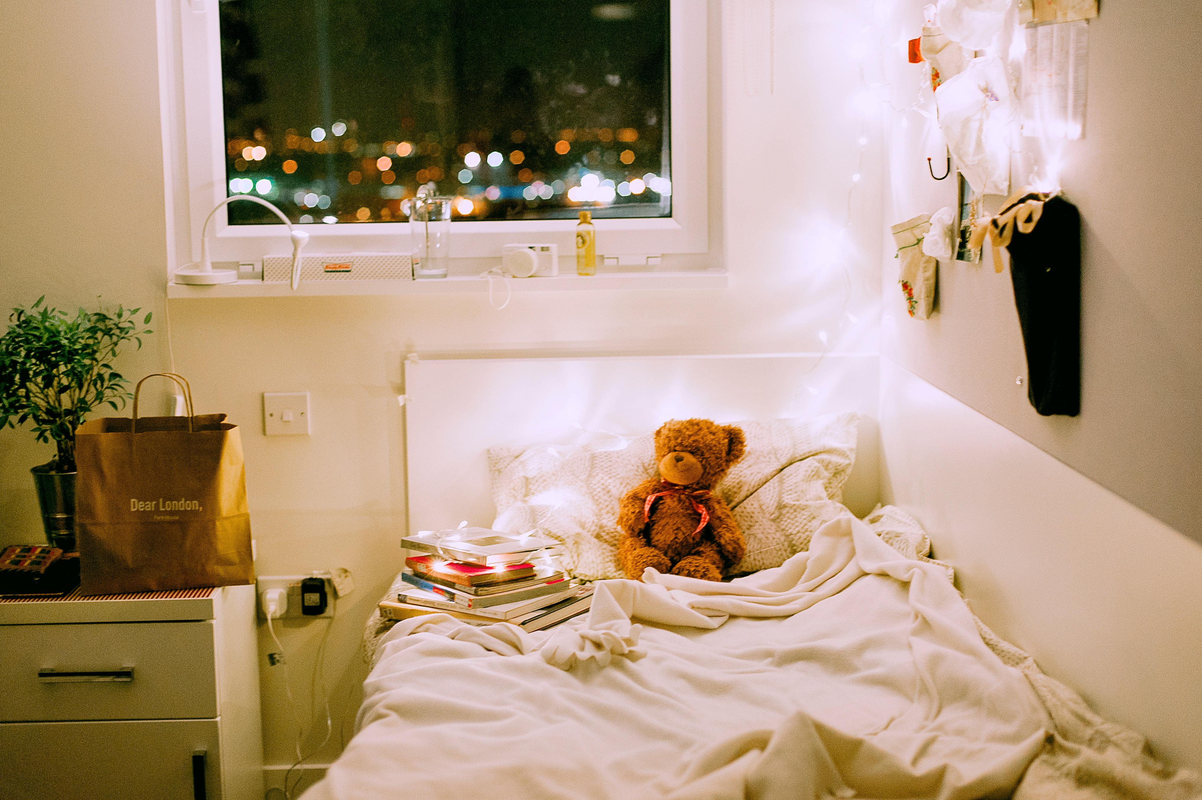 Oświetlenie do pokoju dziecięcego powinno być odpowiednio dopasowane do etapu rozwoju malca