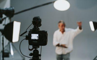 Jesteś streamerem? Stwórz niskim kosztem dobrze oświetlone domowe studio nagraniowe!