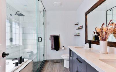 Jakie oświetlenie do łazienki? LED czy halogen? Poradnik