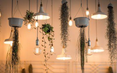 Jak unowocześnić pomieszczenie modnymi oświetleniowymi dodatkami?