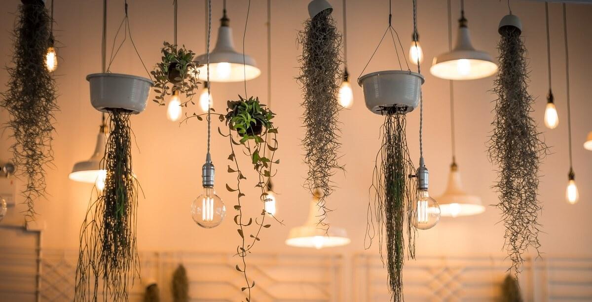 Jak wykorzystać oświetleniowe dodatki w domu?