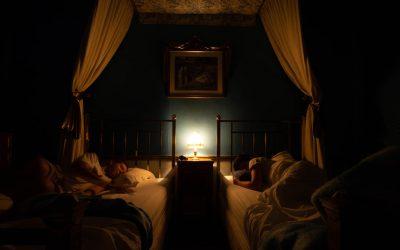 (Nie)trudne nocne wyprawy – jak oświetlić korytarz nocą?